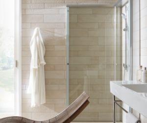 Bruseafskærmningen der forstørrer badeværelset - Bad Guiden ...